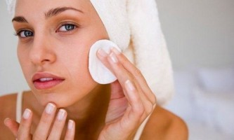 Чому шкіра обличчя сильно лущиться, що робити. Шкіра обличчя лущиться і червоніє: причини, методи лікування