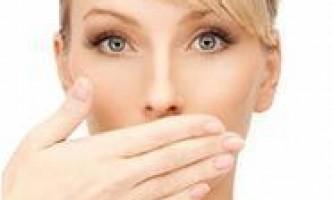 Чому виникає неприємний запах з рота, як прибрати його