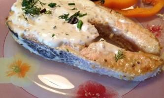 Риба під сметанним соусом