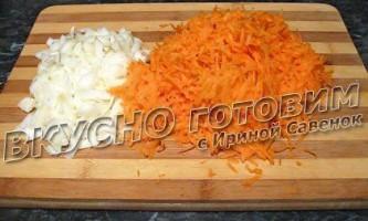 Риба тушкована з морквою і цибулею рецепт з фото