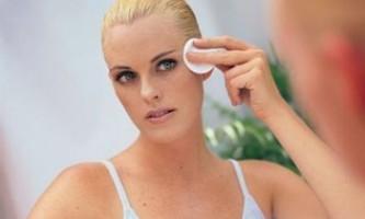Лущення шкіри на обличчі, причини і лікування: догляд за шкірою