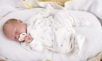 Твердий живіт у новонародженого