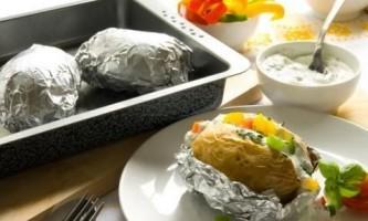 Запікаємо картопля в фользі в домашніх умовах